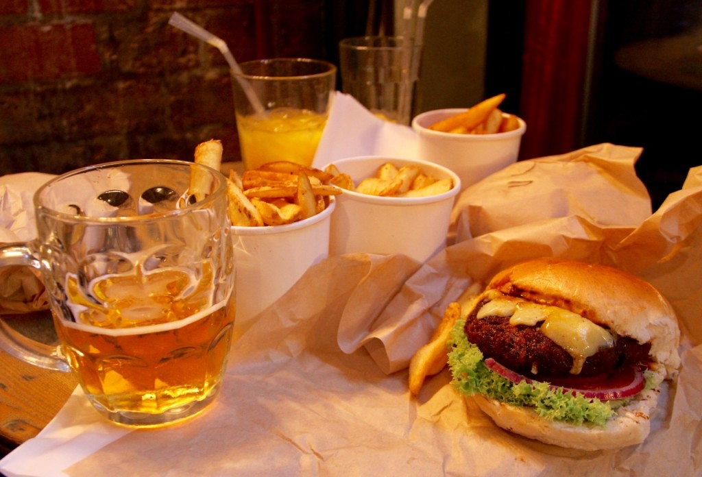 HAMBURGUESA whiskey ginger food & bar co - 1