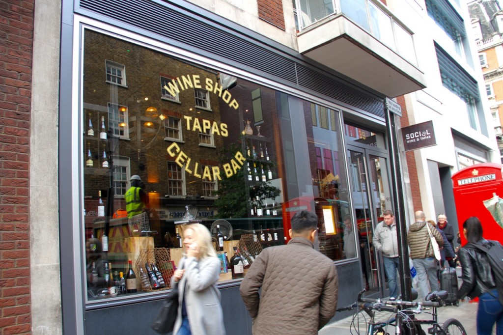 SOCIAL WINE & TAPAS - 1