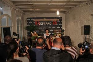 Samantha Vallejo Nagéra ante los medios en la presentación de Quesos Boffard. Blog Esteban Capdevila