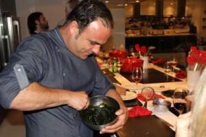 Ángel León preparando el plancton. Blog Esteban Capdevila