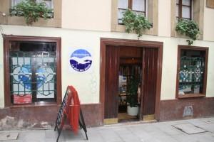 Fachada Restaurante. La Mar del Medio, Oviedo. Blog Esteban Capdevila