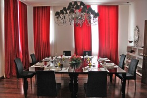 Salón rojo Hotel Palacio Bosque de la Zoreda. Blog Esteban Capdevila