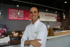 Iñigo Lavado en su Restaurante Singular Food. Blog Esteban Capdevila