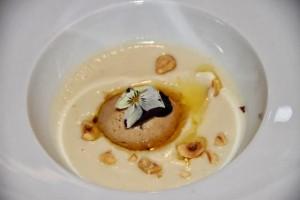 Velouté de Tubérculo Topinambur, Avellanas, Foie y Aceite de Pistacho del Restaurante L´Esprit du vin. Blog Esteban Capdevila