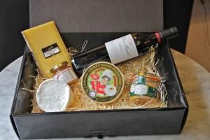 Caja regalo quesos y vino de Los Quesos de Lámèlie. Blog Esteban Capdevila