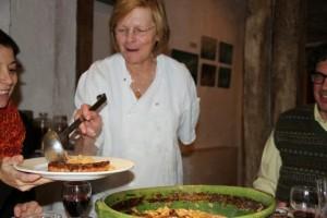 Gigi sirve el Cassolette. Blog Esteban Capdevila