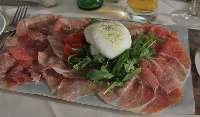 Burrata con Prosciutto y Rucula. Blog Esteban Capdevila