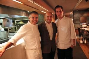 Nandu Jubany, su jefe de cocina y Esteban Capdevila en Andorra