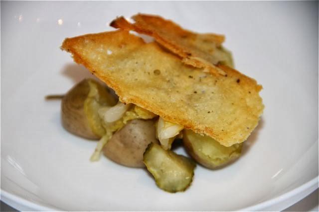 Patatas con col y encurtidos de Pablo Montero. Blog Esteban Capdevila