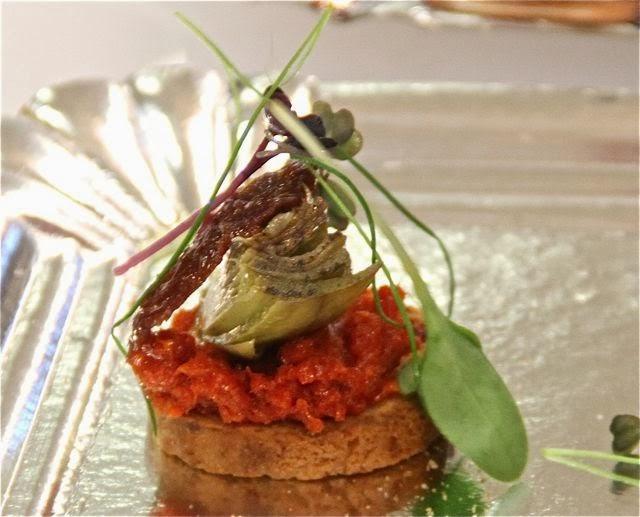 Sobrasada de ganso ibérico con alcachofa y tomate. Blog Esteban Capdevila