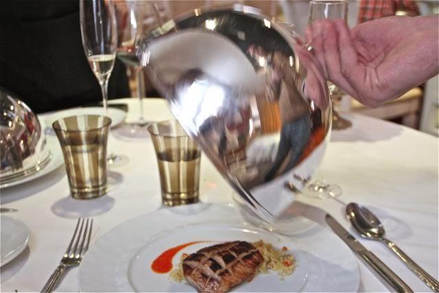 Servicio con campana en el Restaurante Palio. Blog Esteban Capdevila