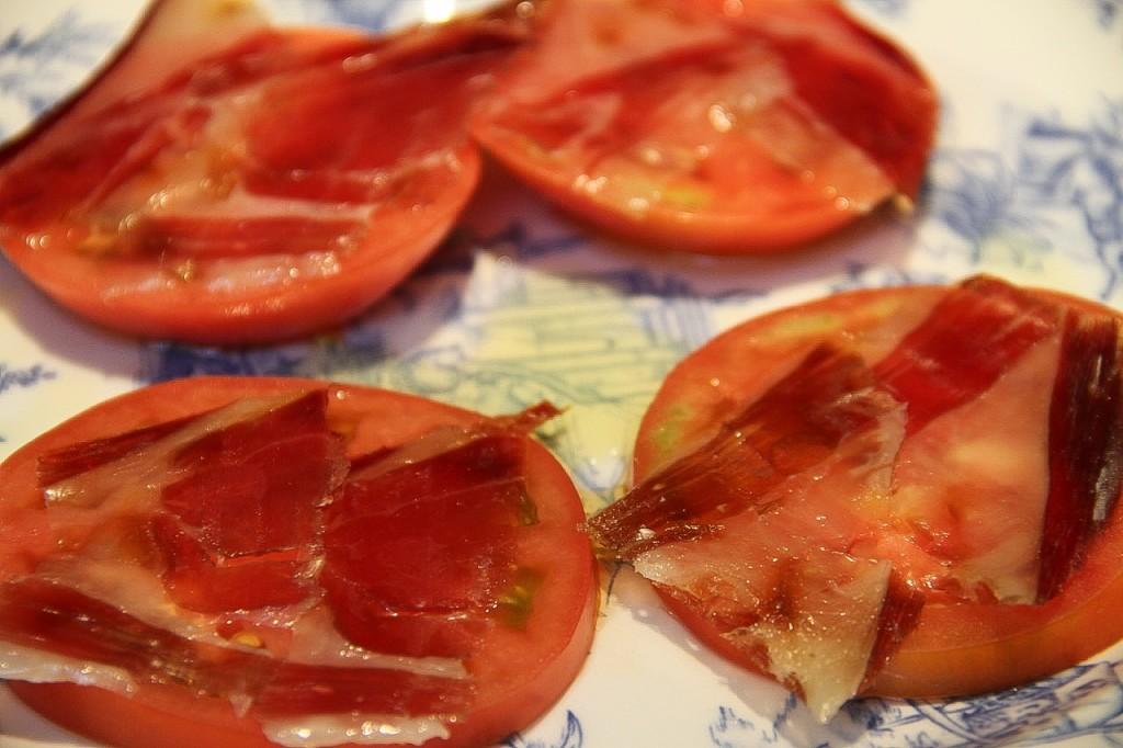 tomate con jamón en CASA MANDO