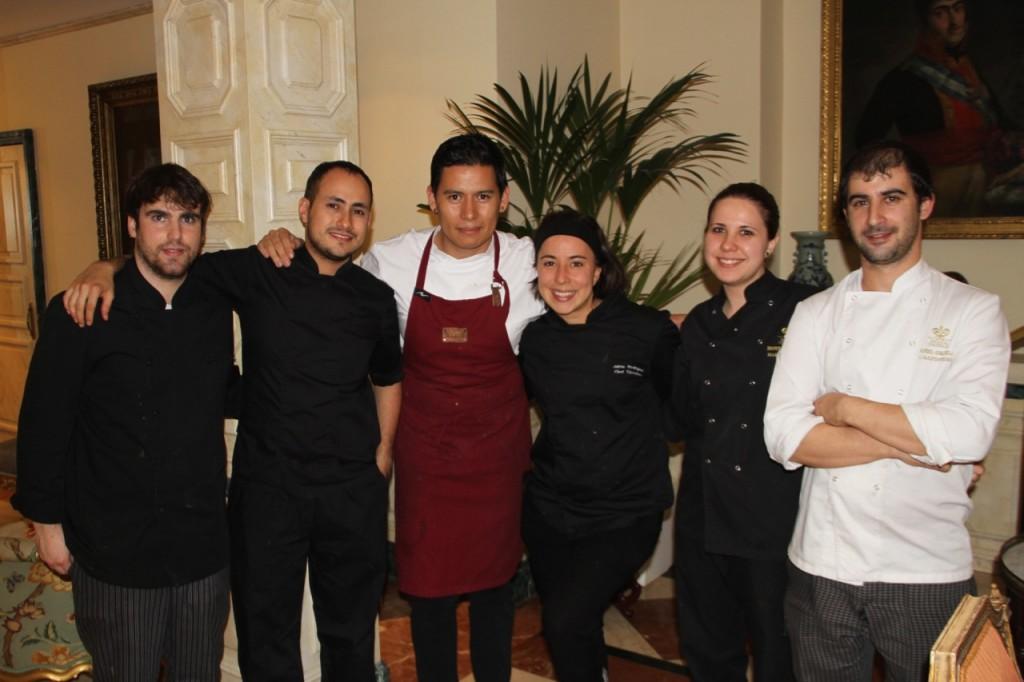 el chef jaime gonzález, su equipo de cocina y el deñ hotel orfila - 11